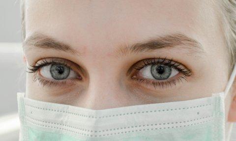 Viimase ööpäeva jooksul analüüsiti Eestis 477 haigust COVID-19 põhjustava SARS-CoV-2 viiruse esmast testi, lisandus üks positiivne testi tulemus.